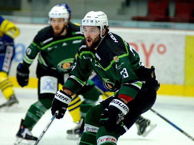 Hokejisté HC Energie (vzeleném) hostili přerovské Zubry.