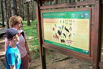 Kdo zamíří na Kladskou, určitě by tady neměl vynechat procházku po naučné stezce s řadou informačních panelů.