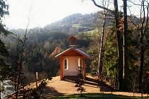 Lesní kapli nechal vystavět ve 40. letech 19. století tehdejší majitel lázní v Kyselce, hrabě Wilhelm von Neuberg.