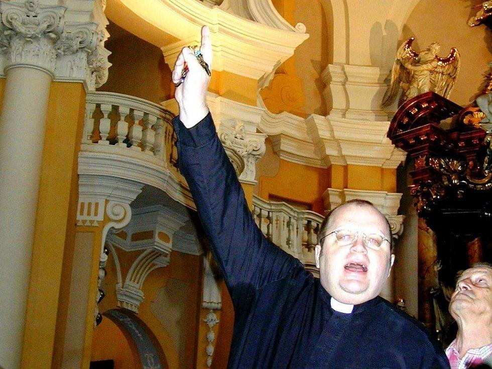 Děkan Jiří Hladík rezignoval na svůj úřad.