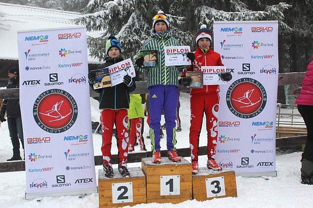 Tradiční zahajovačky se  odehrály na ´domácí půdě´ karlovarského klubu, vareálu Jahodová louka na Božím Daru. Při zahajovacím závodu běžecké lyžařské sezony se  sešlo na startu úctyhodných 103závodníků.