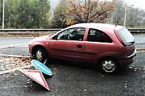 Řidič zaparkoval své auto na značce.
