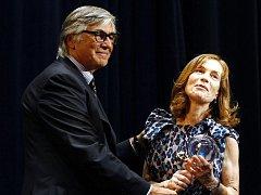 Filmová herečka Isabelle Huppert převzala 5. července 2009 na 44. Mezinárodním filmovém festivalu v Karlových Varech z rukou prezidenta festivalu Jiřího Bartošky ocenění za celoživotní přínos světové kinematografii.