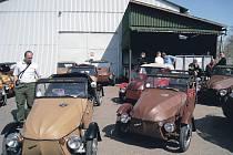 Velorex. Příznivci legendárních vozítek značky Velorex se setkali také v Solnici. Hadrová auta se zde sjela u příležitosti křtu knihy Velorex, jejímž autorem je Ivo Fajman.