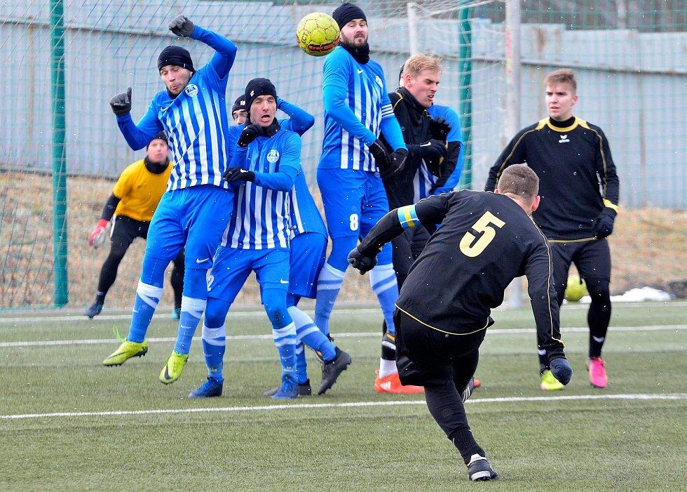 Generálkové utkání Viktorii Mariánské Lázně (v černém) nevyšlo, když podlehla Ostrovu (v modrém) 3:1.