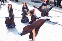 MLADÉ KLIENTKY Centra sociálních služeb mohou naplno rozvíjet své volnočasové aktivity. Například tanec.