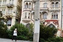 OBELISK sochaře Opočenského by měl zmizet od kolonády v sobotu.