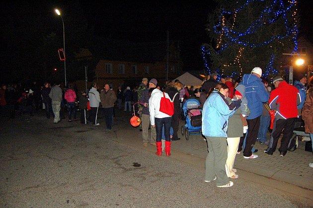 Rozsvícení vánočního stromu ve Velichově na Karlovarsku