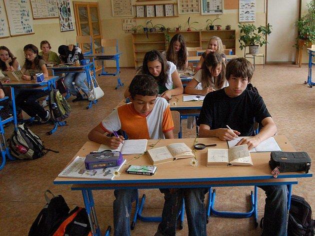 Prázdniny až v úterý. Žáci školy ze Šmeralovy ulice budou ještě ve škole až do 30. června.