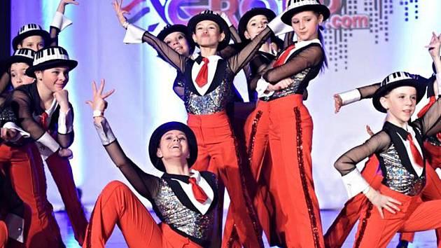 Tanečníci z Miráklu při vystoupení.