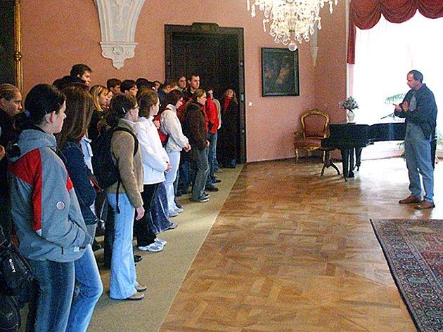 Návštěvníků byly na zámku v Chyši už tisíce.