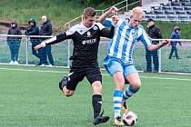 Chebská Hvězda porazila v semifinále Nejdek (v černém) 2:1 a postoupila tak do finále krajského poháru mužů KKFS.