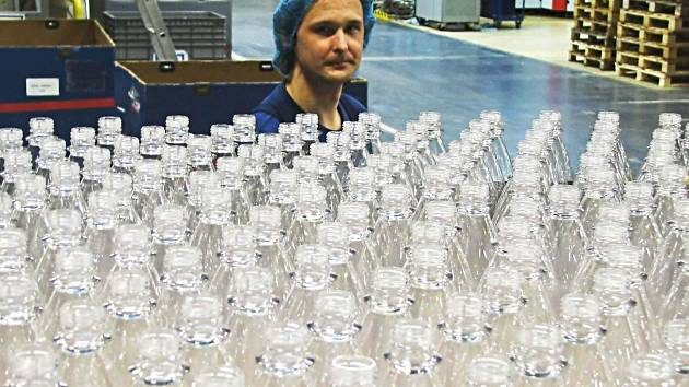 Chebsko za nízkou nezaměstnanost vděčí řadě firem působících nejen v průmyslové zóně u Chebu, ale i v Aši. Tady patří mezi významné zaměstnavatele například výrobce plastových obalů na nápoje, společnost Petainer (na snímku).