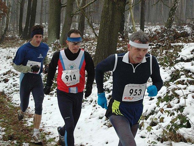 Sníh, který se při teplotě těsně nad nulou měnil v kluzké bláto – takové byly podmínky na trati Karlovarského krosu, který v sobotu uzavřel běžecký rok 2007.