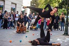 Unikátní festival pouličního umění Busking fest se stane součástí Majálesu Karlovy Vary.