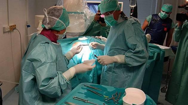 Operační sál kardiologie v Karlových Varech.