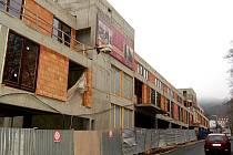 V objektu nad garážemi v Libušině ulici vzniknou luxusní byty. Cena jednoho přesahuje deset milionů.