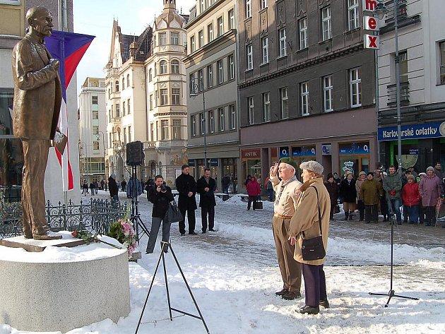 Na třídě T.G.M. si lidé připomněli 160. výročí narození prvního prezidenta samostatného československého státu Tomáše Garrigua Masaryka. Akce se konala u sochy prezidenta a připravilo ji město Karlovy Vary společně s Klubem T. G. Masaryka.