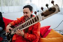 Karlovarský symfonický orchestr zahraje pod vedením indického dirigenta