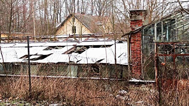 NA MÍSTĚ bývalého zahradnictví na Jáchymovské ulici v Ostrově by měla vzniknout základna záchranářů.
