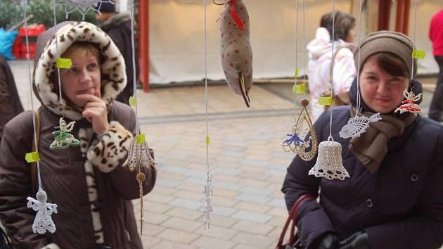 K ADVENTU patří tradičně rovněž vánoční trhy.
