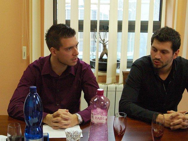 NA SNÍMKU zleva majitel taxislužby Roman Otta a řidič Adam Daniš.