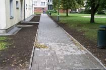 Opravený chodník ve Verušičkách.