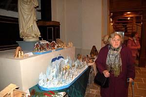 Výstava betlému v klášterním kostele Zvěstování Panny Marie v Ostrově