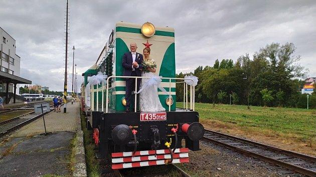5 Pořádáme provoz narozeninových a svatebních vlaků, kteréjsou vždy opravdovým zážitkem jak pro nás, tak ipro naše zákazníky.