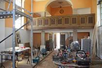 Evangelické kostel v Horní Blatné opravuje rodina Tyrmerových.