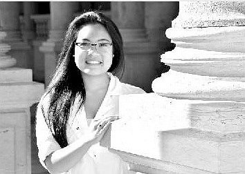 Bývalá studentka karlovarského gymnázia Giang Tran obdržela v Miláně zvláštní cenu.