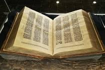 Knihovna lat. školy - Hebrejský rukopis Starého zákona.