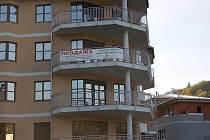 Už dnes zejí prázdnotou. Domy pro ruskou klientelu v centru lázní jsou prázdné už nyní, co teprve po dopadu krize?