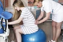 NEMOCNICE PŘIŠLA S NOVINKOU. Budoucí maminky se v ostrovské nemocnici dozvědí veškeré potřebné informace týkající se těhotenství či porodu díky zkušenému personálu porodnice.
