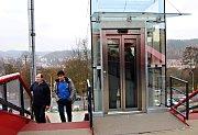 Nová lávka spojující Horní nádraží s Růžovým Vrchem stála karlovarskou radnici pětadvacet milionů