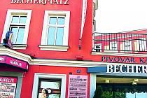 Označení Becherplatz vyvolalo vlnu emocí.