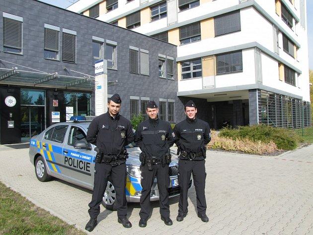 Karlovarští policisté zachránili dvouletého chlapce, který spadl do čtyřmetrové šachty.