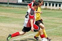 Tradičně první červencovou sobotu si zpestřily Stanovice fotbalovým turnajem. Utkání Old Boys Dědek (v červenočerném) a Stanovic (ve žlutém).