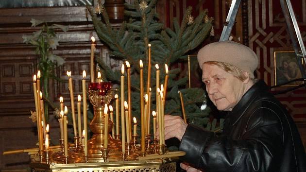 MAJÍ SVÉ ZVYKY. Počet obyvatel v Karlových Varech, kteří inklinují k pravoslavné víře, za poslední roky stále stoupá. V Čechách dodržují i své zvyky, jako například pravoslavné Vánoce.