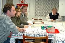 OTOVICKÁ KOMISE. Na radnici v Otovicích se konají pravidelná jednání, která se zabývají těžbou kaolinu.