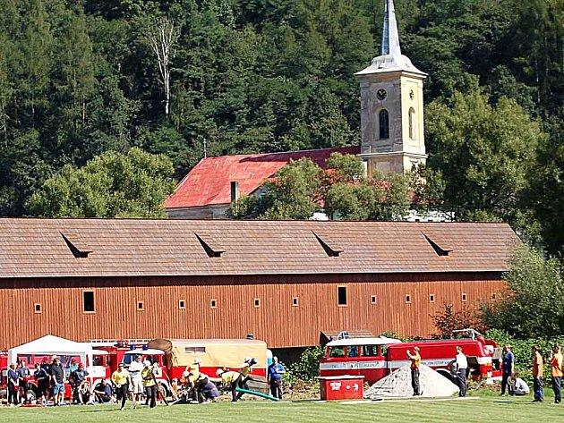 Přípravy na hasičský závod v Radošově zkomplikovalo noční řádění divočáků.