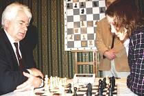 Boris Spasskij a Jana Janáčková, mistryně ČR v šachu.