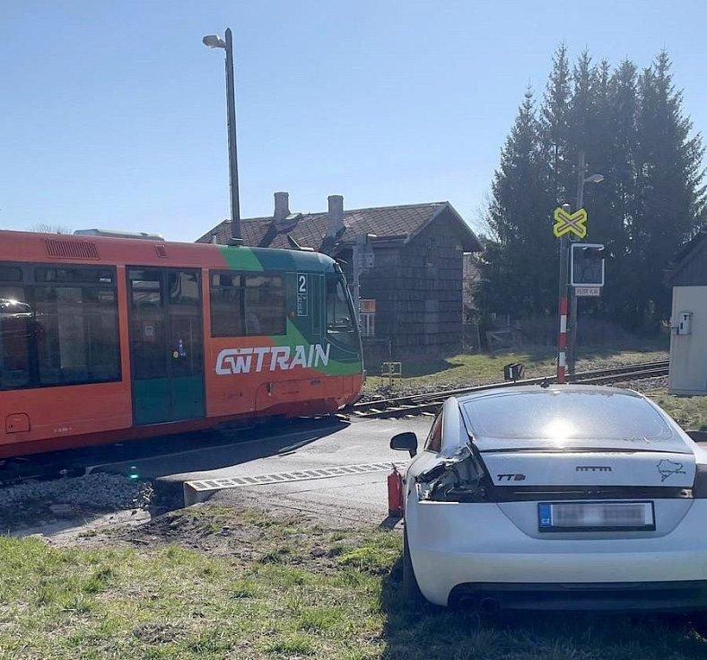 V Teplé se srazil vlak s autem na přejezdu