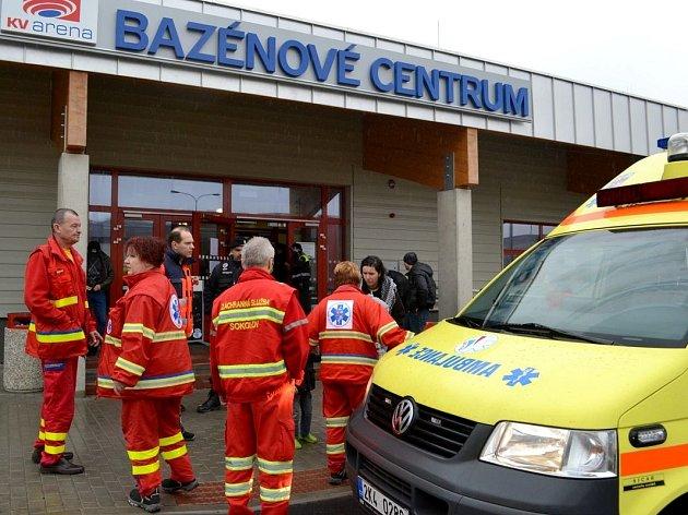 Evakuace během, úniku chloru z bazénového centra