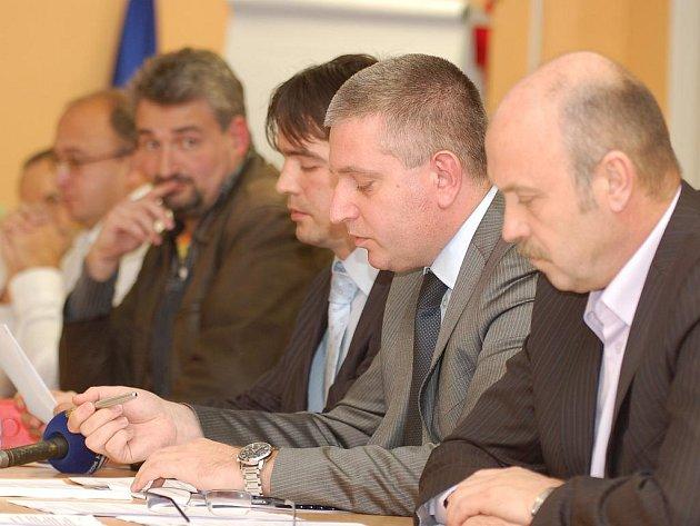Karlovarská krajská koalice se rozpadla v pondělí 23. listopadu. Hnutí Doktoři z ní vystoupilo