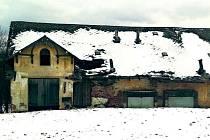Z PIVOVARU tu zbyly dva objekty. Zastupitelstvo se shodlo, že budovu nabídne k odkoupení. Na opravu střechy momentálně nemá.
