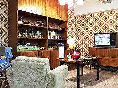 V RETROMUSEU UVIDÍTE řadu zajímavých věcí. Například rekonstrukce podoby obývacího pokoje 80. let.
