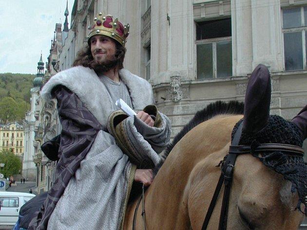 Historický průvod Karla IV. je sice jen jednou z atrakcí slavnostního programu, je však tradiční a víceméně neměnný. Patří mezi největší lákadla programu.