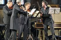 Fagotista Sergio Azzolini ukázal v Chebu skutečné barokní concerto, a to ´zápas´ sólisty s celým orchestrem.