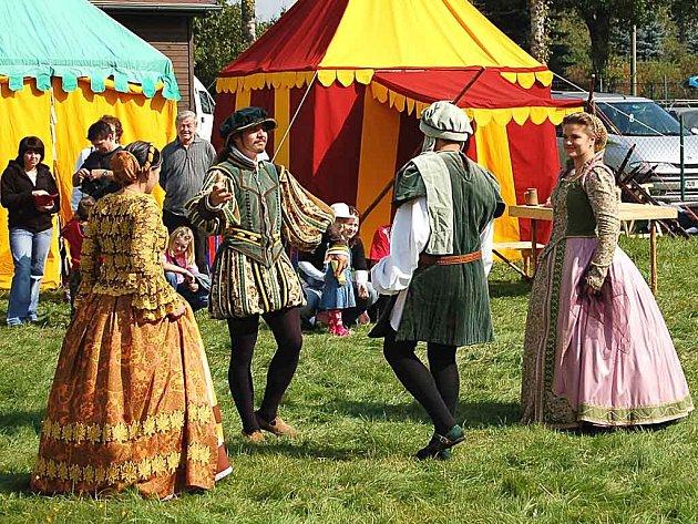 Michalská pouť nabídla pestrý program, včetně historických kostýmů.